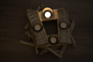 dreveny adventny veniec