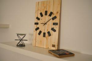Drevené nástenné hodiny