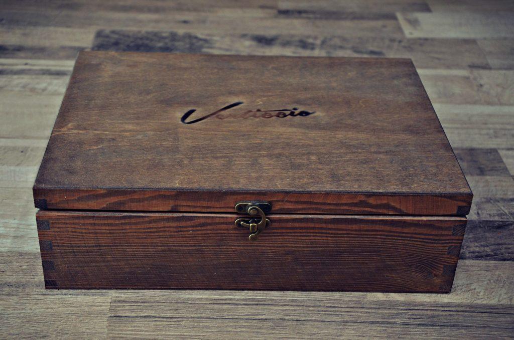 krabicka z dreva vintage