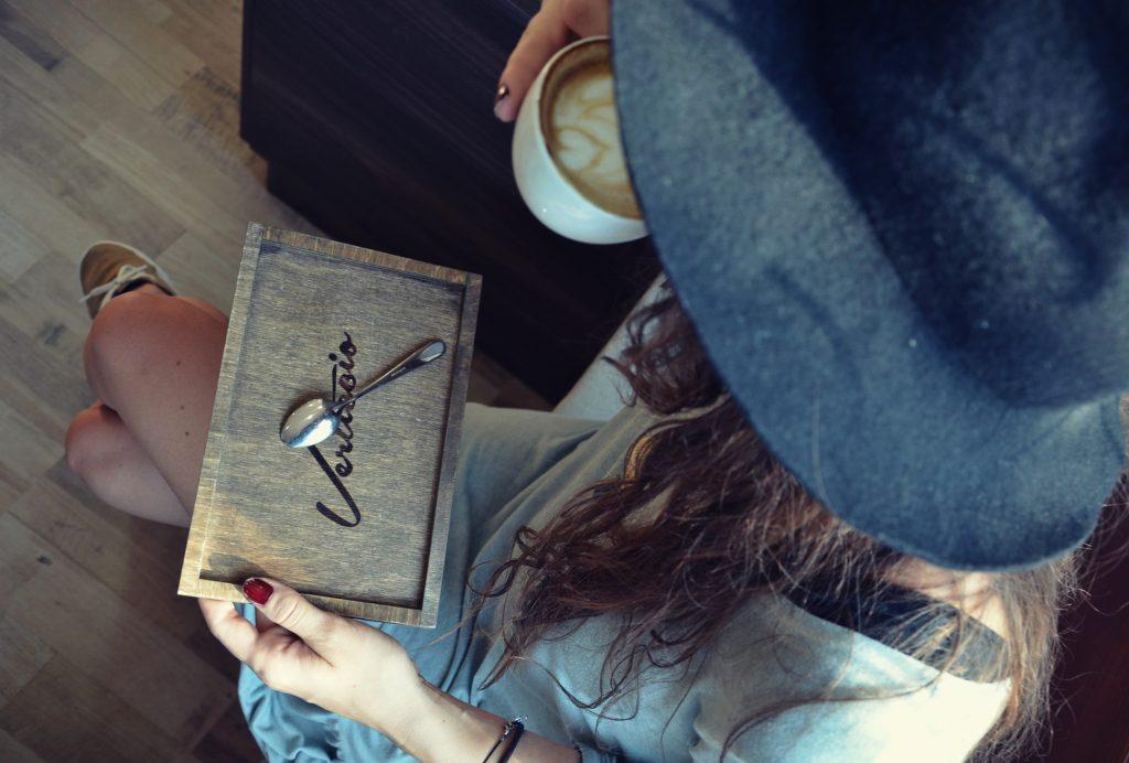 tacka pod kavu 2
