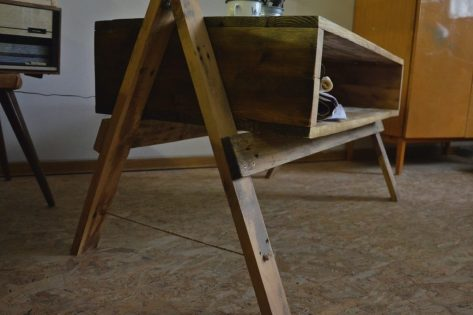 dreveny stolik